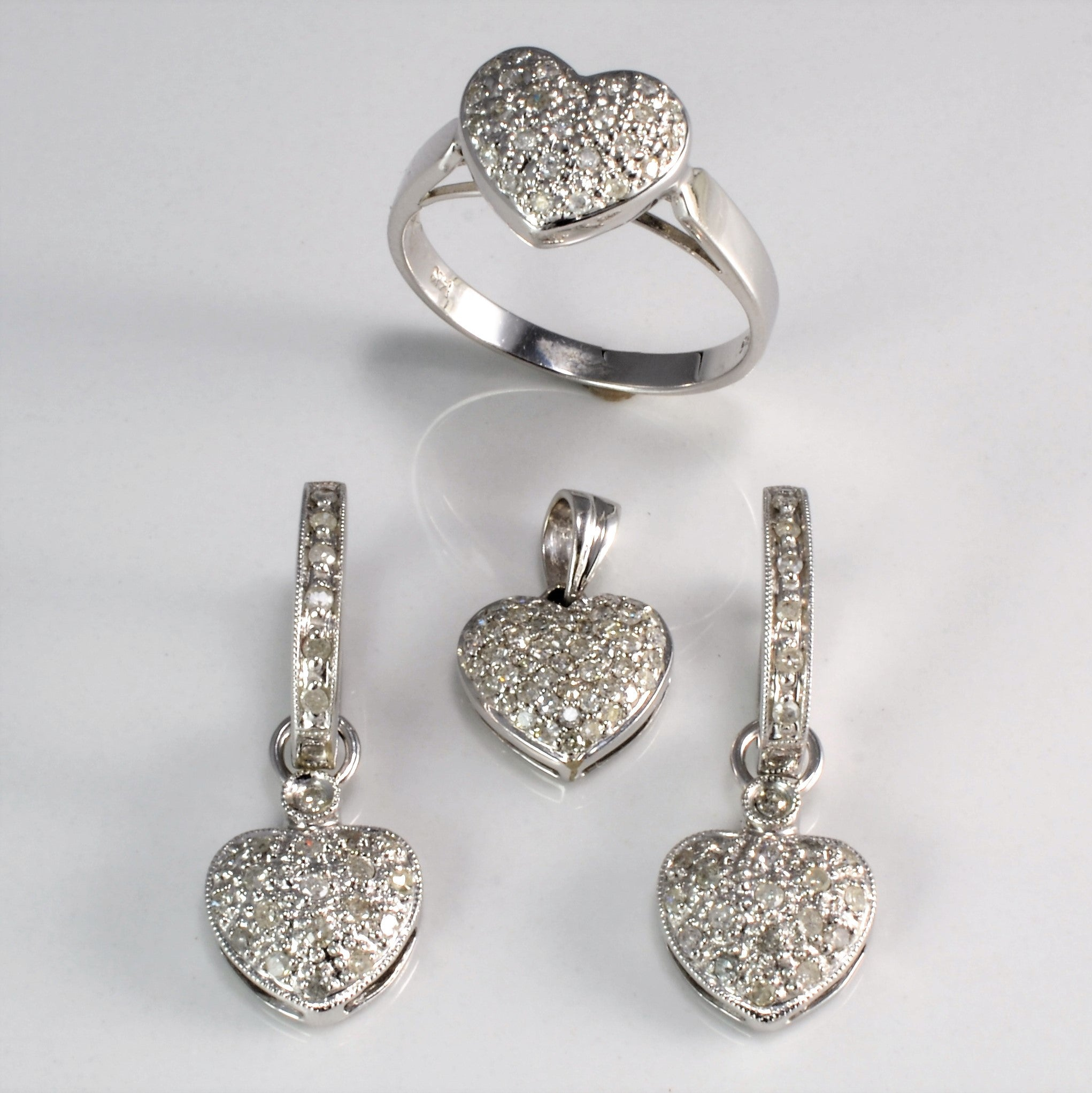 online reports eco heart jewels stud diamond christie s with shape gia earrings shaped christies