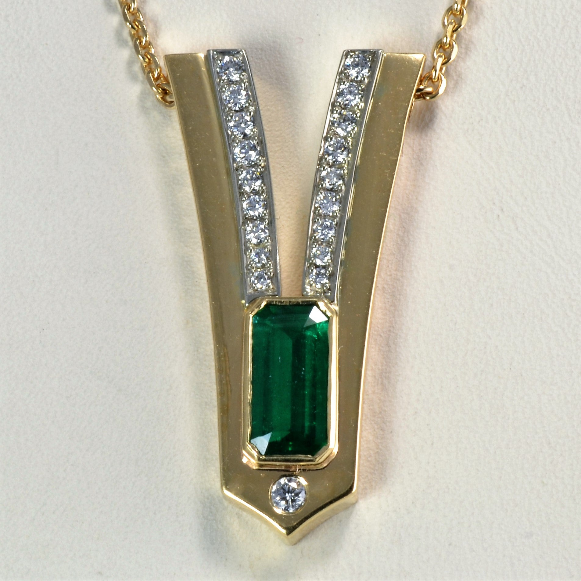 Bezel Emerald & Diamond Necklace | 0.40ctw, 1.01ct |