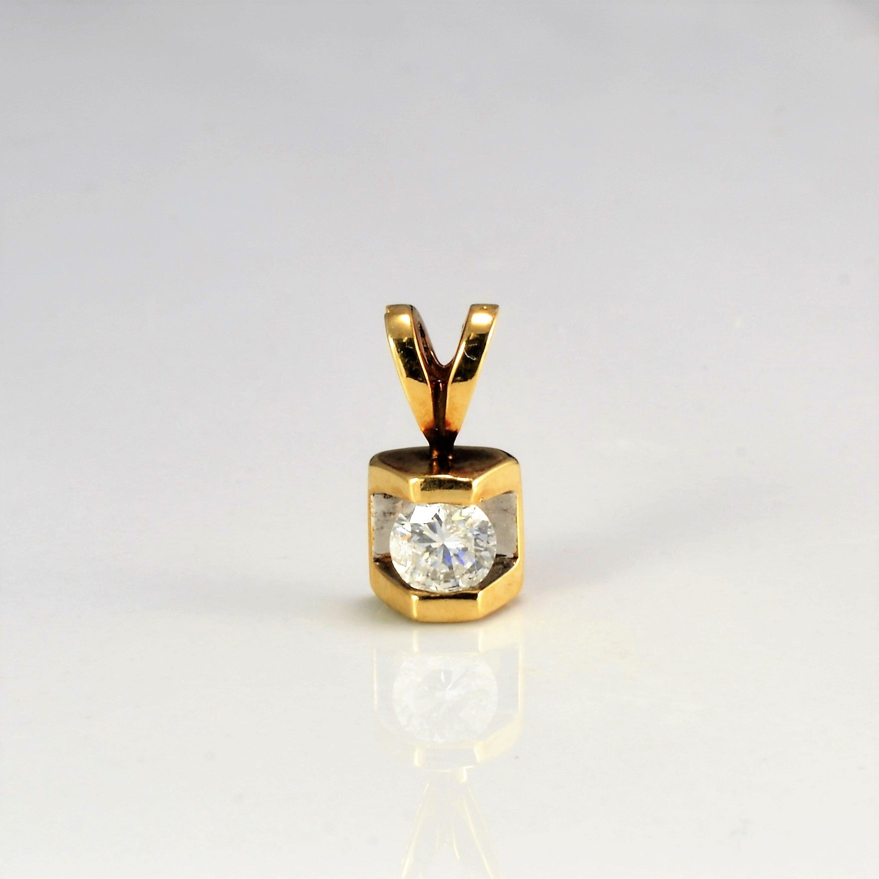 Semi Bezel Diamond Pendant | 0.23 ct |