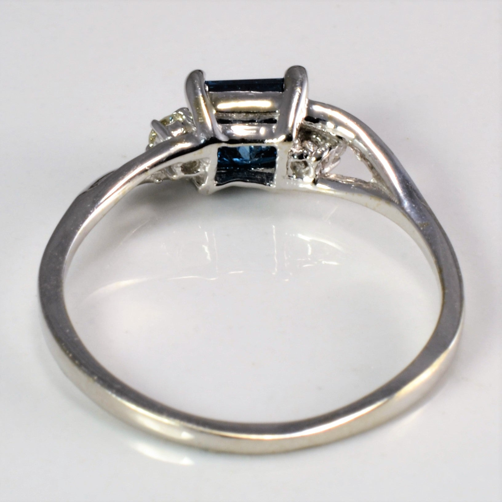 Three Stone Diamond Ladies Ring | 0.81 ctw, SZ 6.25 |