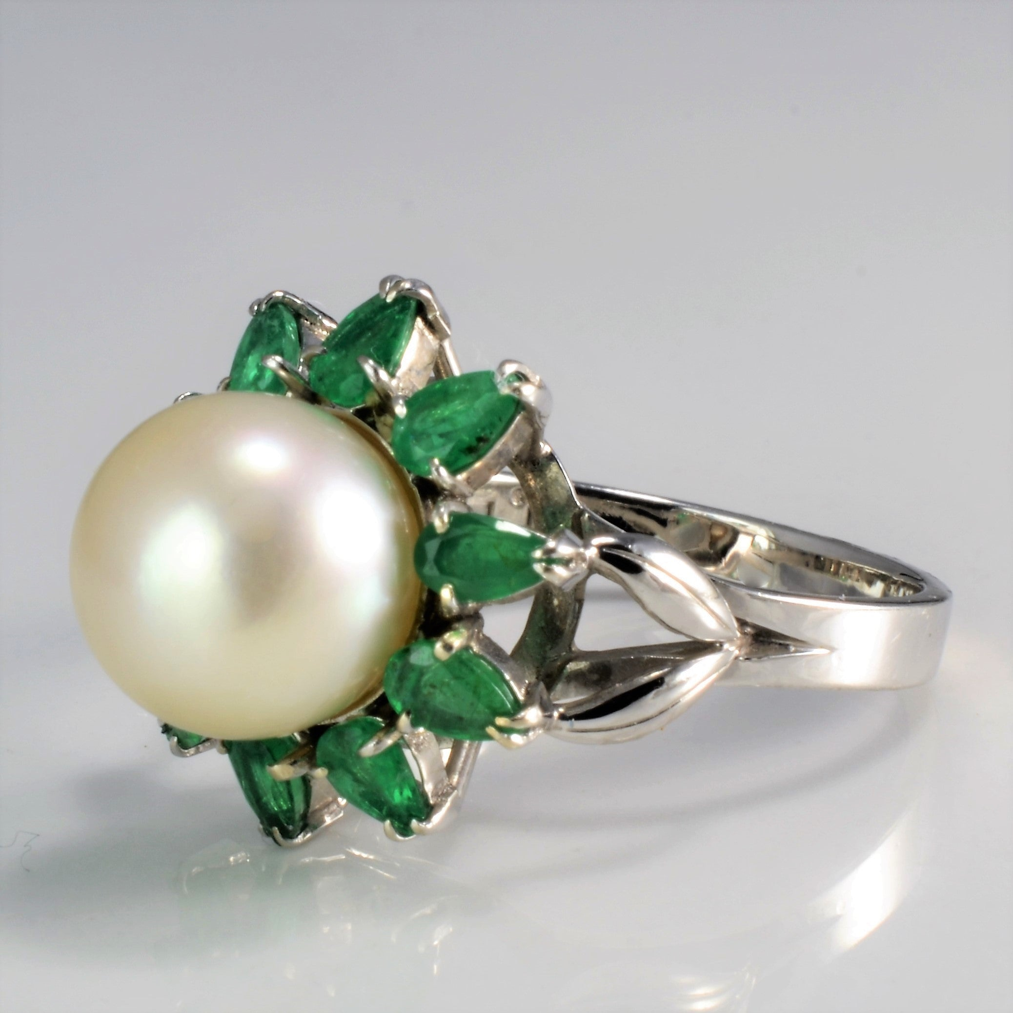 Flower Design Pearl & Emerald Cocktail Ring | SZ 7.25 |