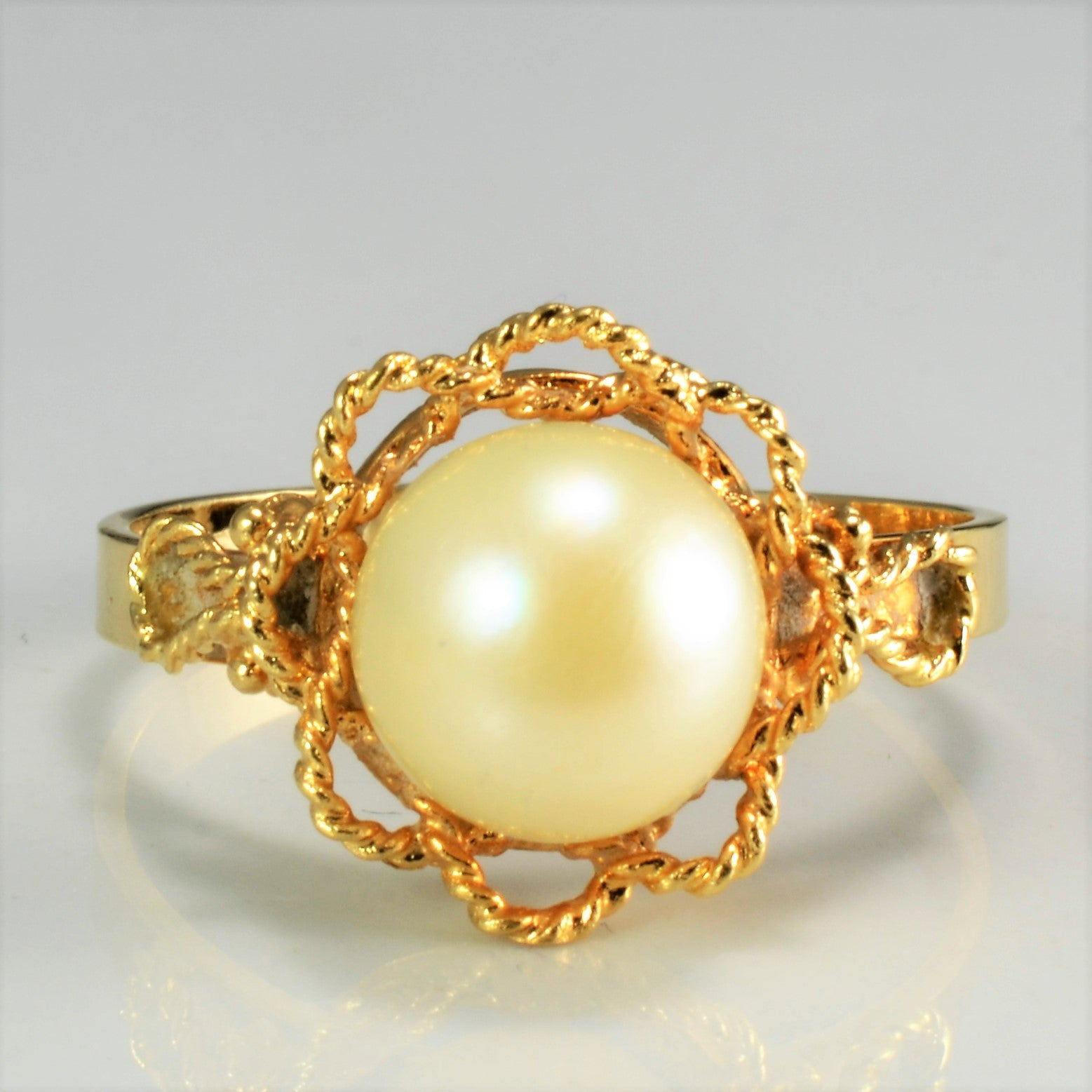 Detailed Edge Solitaire Pearl Ring | SZ 7.5 |