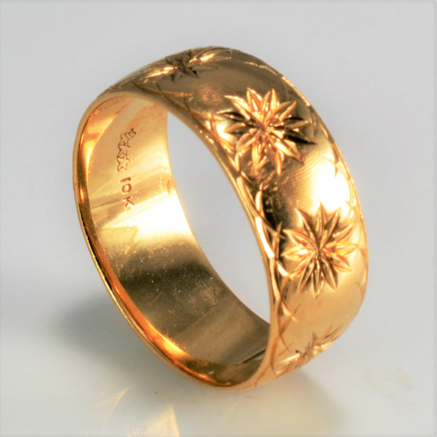 Textured Star Burst Gold Unisex Band | SZ 9 |