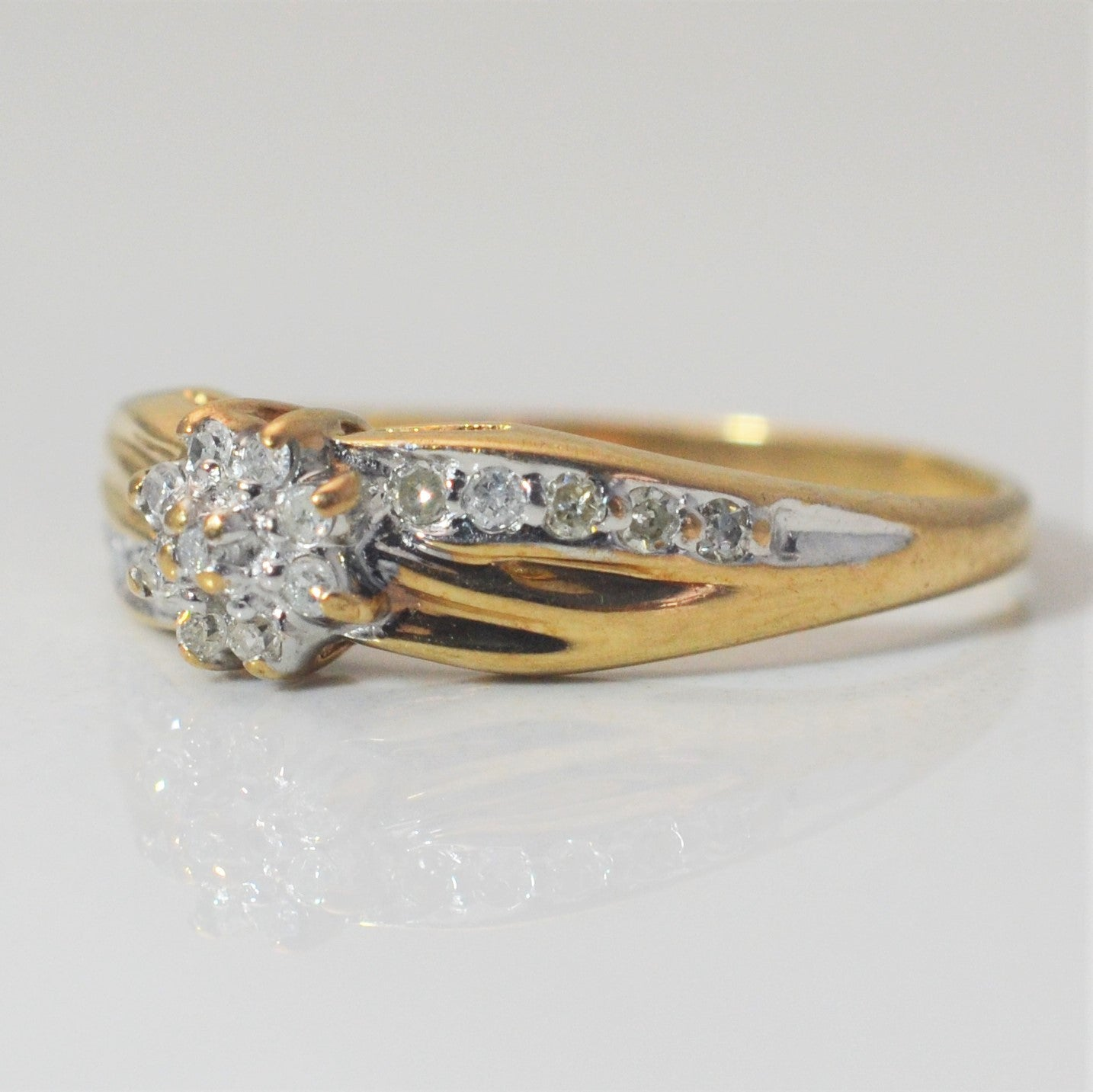 Twisted Diamond Cluster Ring | 0.13 ctw, SZ 7 |