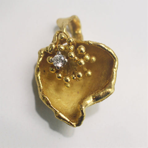 'Birks' Diamond Gold Shell Pendant Circa 1970s | 0.07ct |