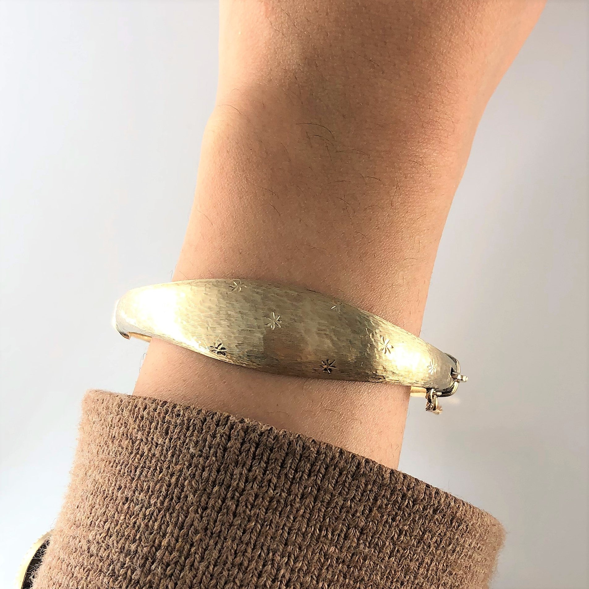 'Birks' Diamond Cut Detailed Gold Bangle | 6.5"