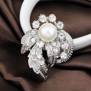 Luxurious Simulated Pearl Brooch
