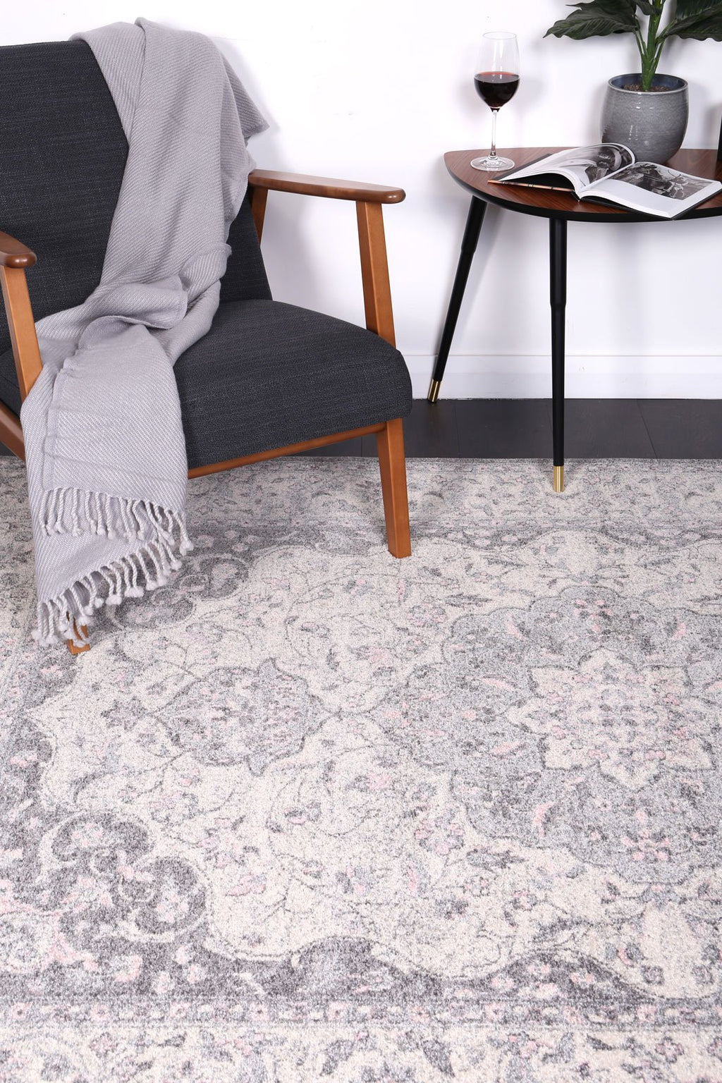 Graceful Oriental Grey Rug