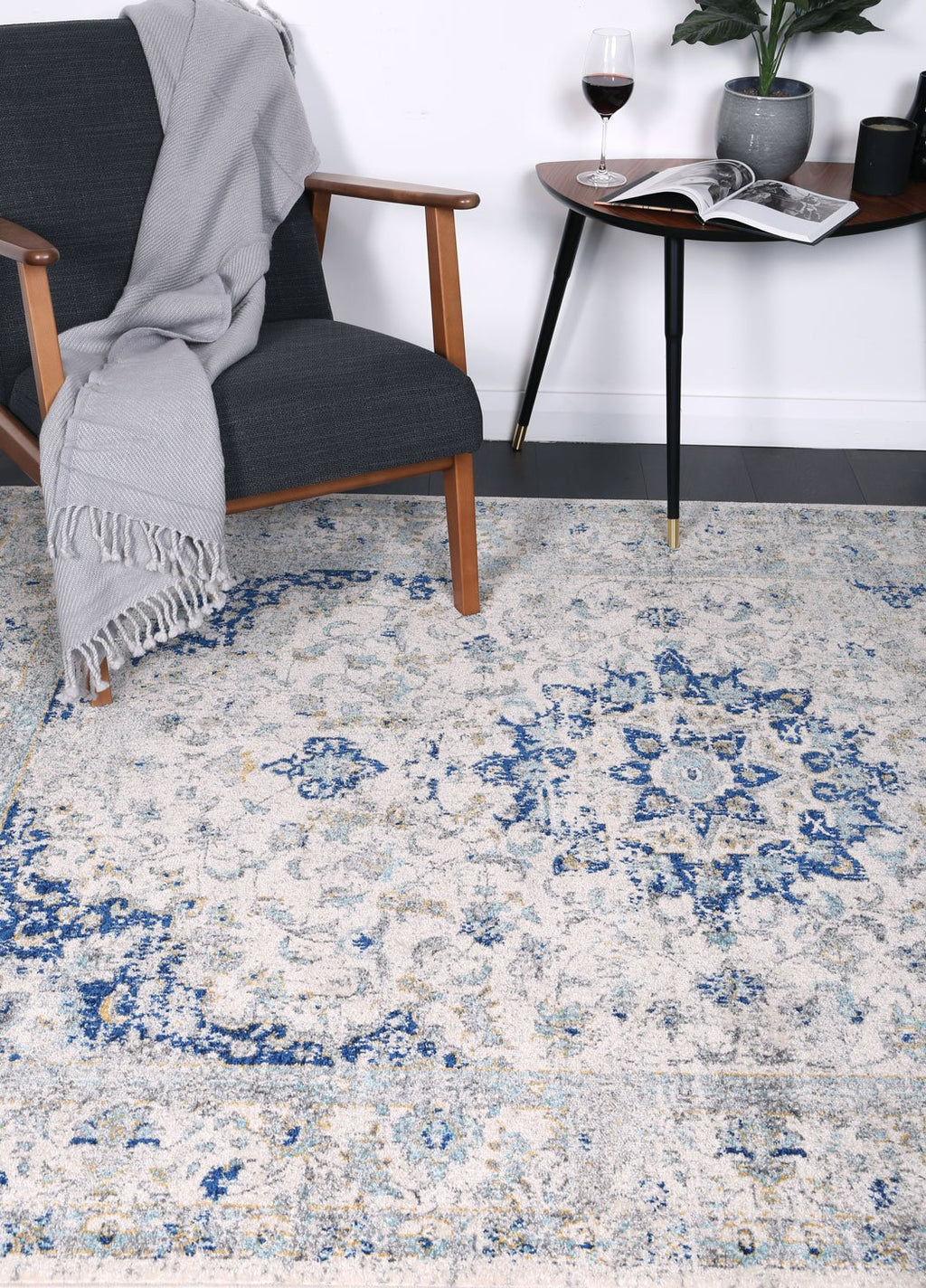 Graceful Temporal Navy Blue Rug