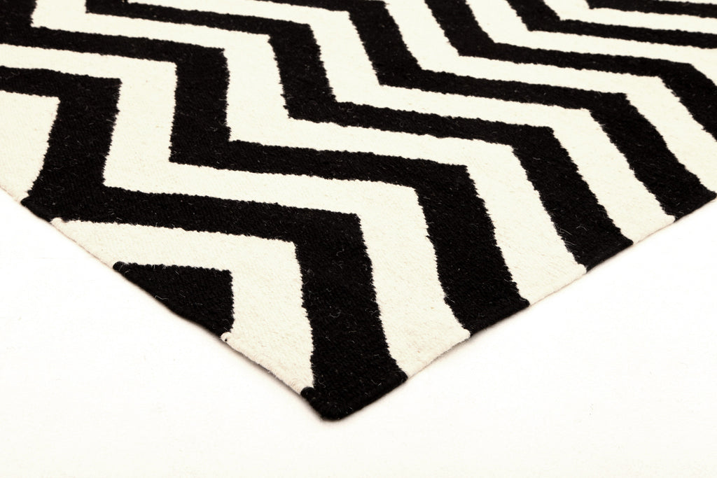 Flat Weave Chevron Design Black White Rug