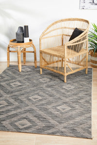 Courtyard Acin Black Rug