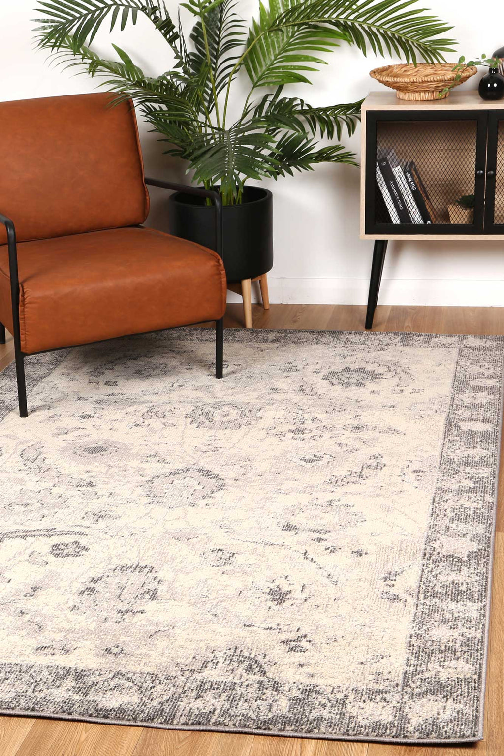Micah Beige/Black Traditional Rug