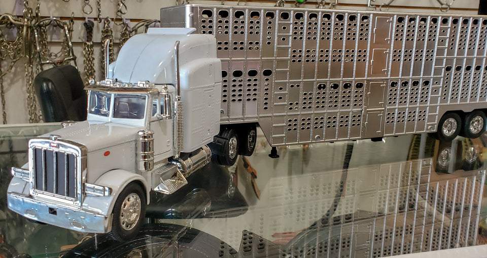 Trailer ganadero Peterbilt escala 1:24