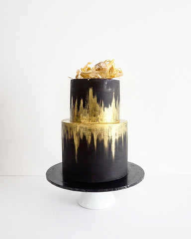 BLACK AND GOLD GASTBY THEMED CAKE