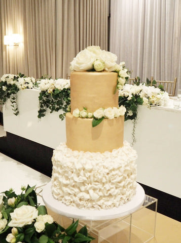 WHITE AND GOLD THEMED WEDDING CAKE