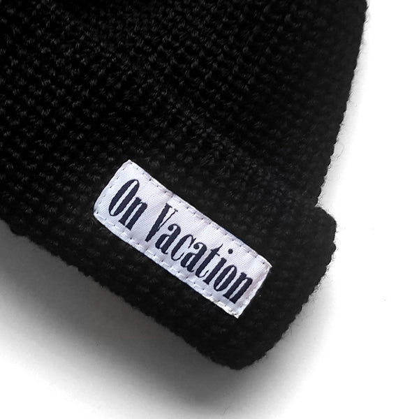 Short Wool Beanie On Vacation - Black