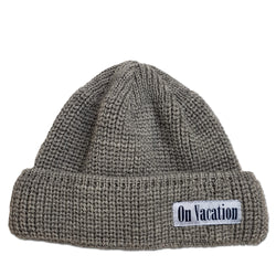 Short Wool Beanie On Vacation - Grey