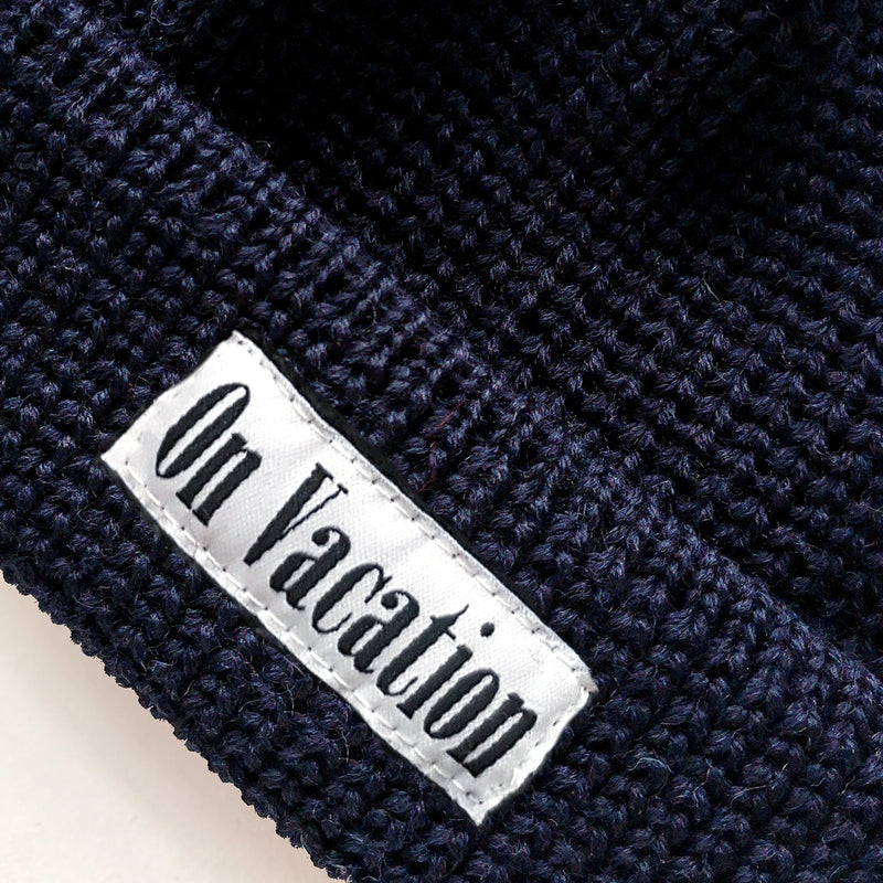 Short Wool Beanie On Vacation - Navy