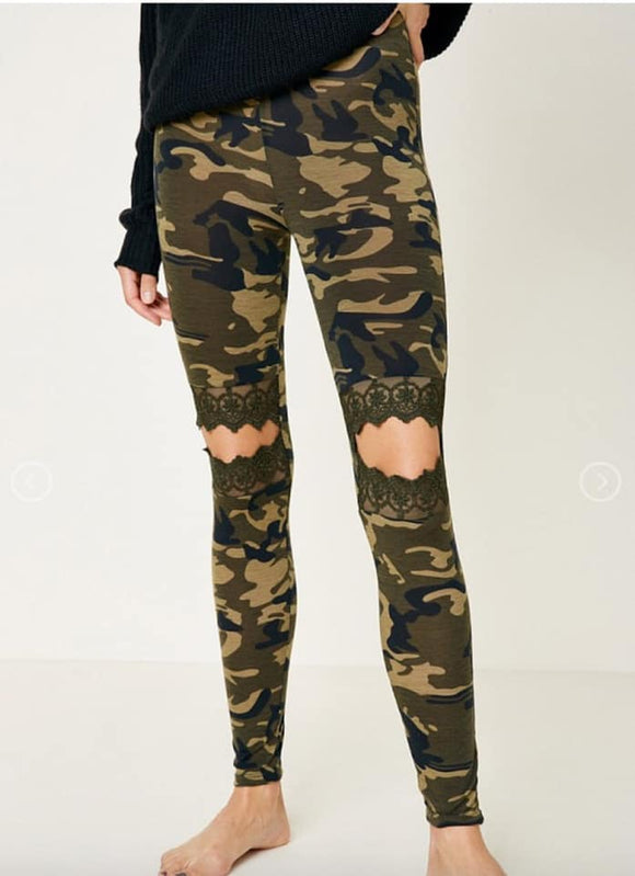 Woman's Lace Detailed Open Knee Camo Soft Leggings