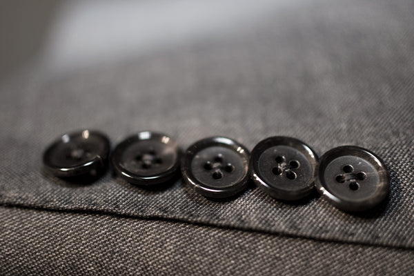Tom Ford Suit buttons No Buttonholes