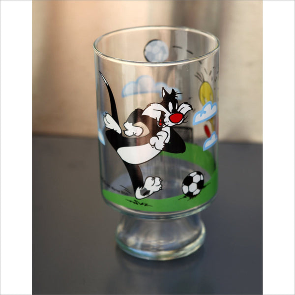 1995 WARNER Brothers Sylvester and Tweety Playing Soccer Licenced Collectible Glass in Near New Condition Large Pint Glass