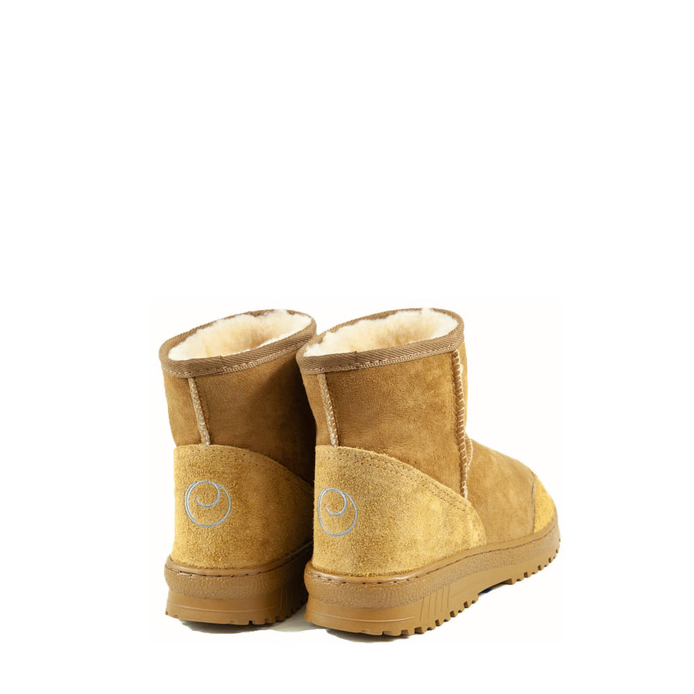 Load image into Gallery viewer, WANDER MINI CARAMEL MENS BACK - PURE OZ AUSTRALIAN MADE SHEEPSKIN UGG BOOT