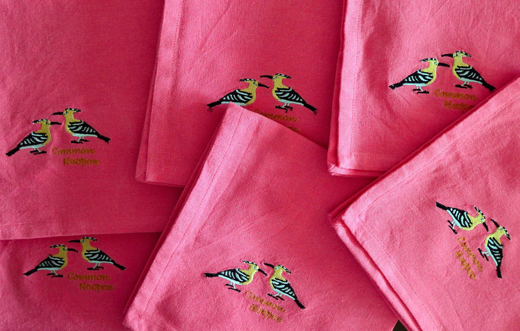 EMBROIDERED NAPKINS: COMMON HOOPOE ON A PEACH PINK COLOURED NAPKIN