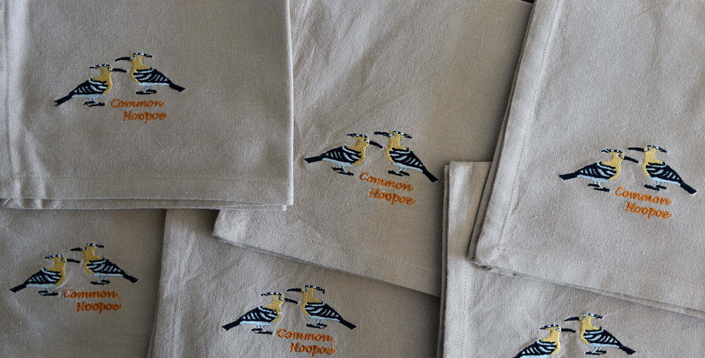 EMBROIDERED NAPKINS: COMMON HOOPOE ON A BEIGE COLOURED NAPKIN
