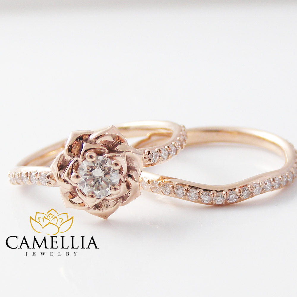 This engagement ring set was designed by Camellia Jewelry. This diamond engagement Ring is set with a 0.20ct. round cut natural diamond set on the top of camell