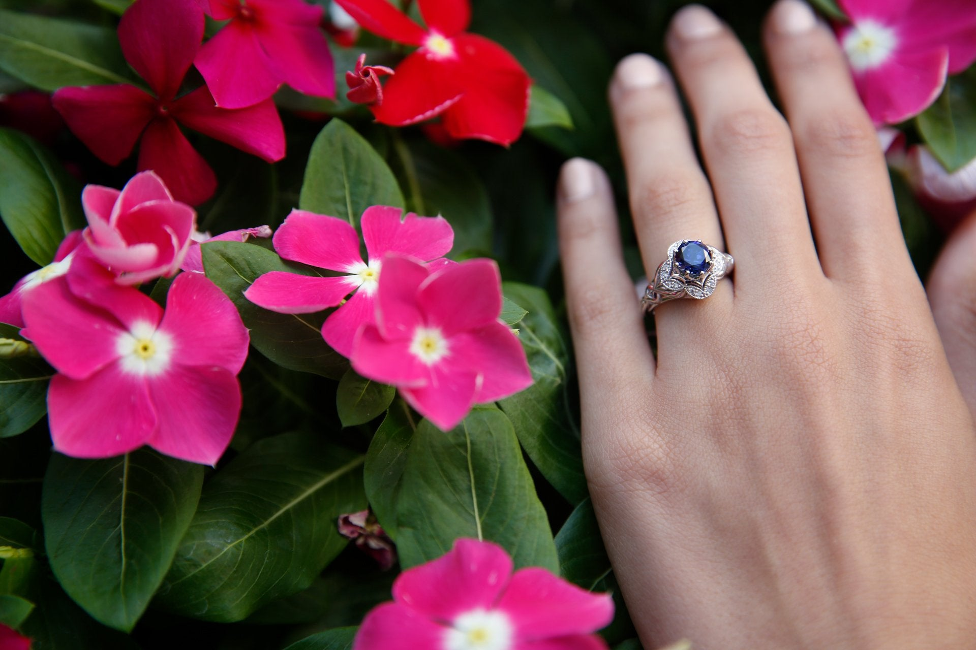 blue-sapphire-engagement-rings