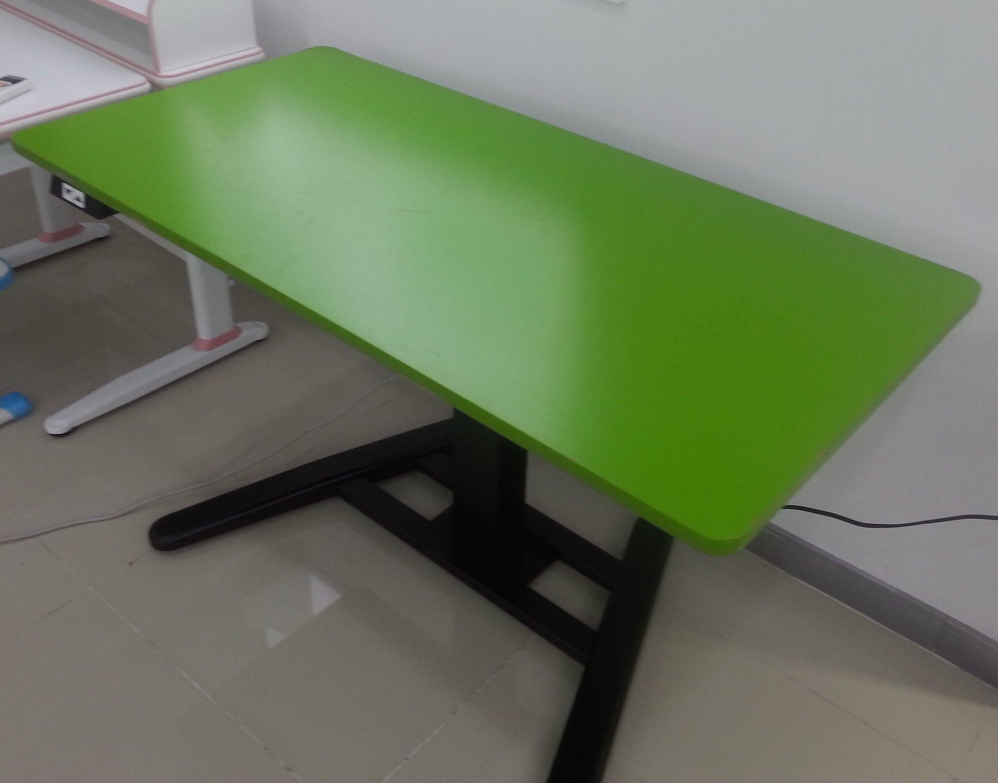 Adjustable Height Electric Desk Rife Technologies - Electrically driven adjustable table legs