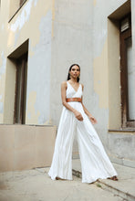 Load image into Gallery viewer, White Flowy Pleated Jumpsuit