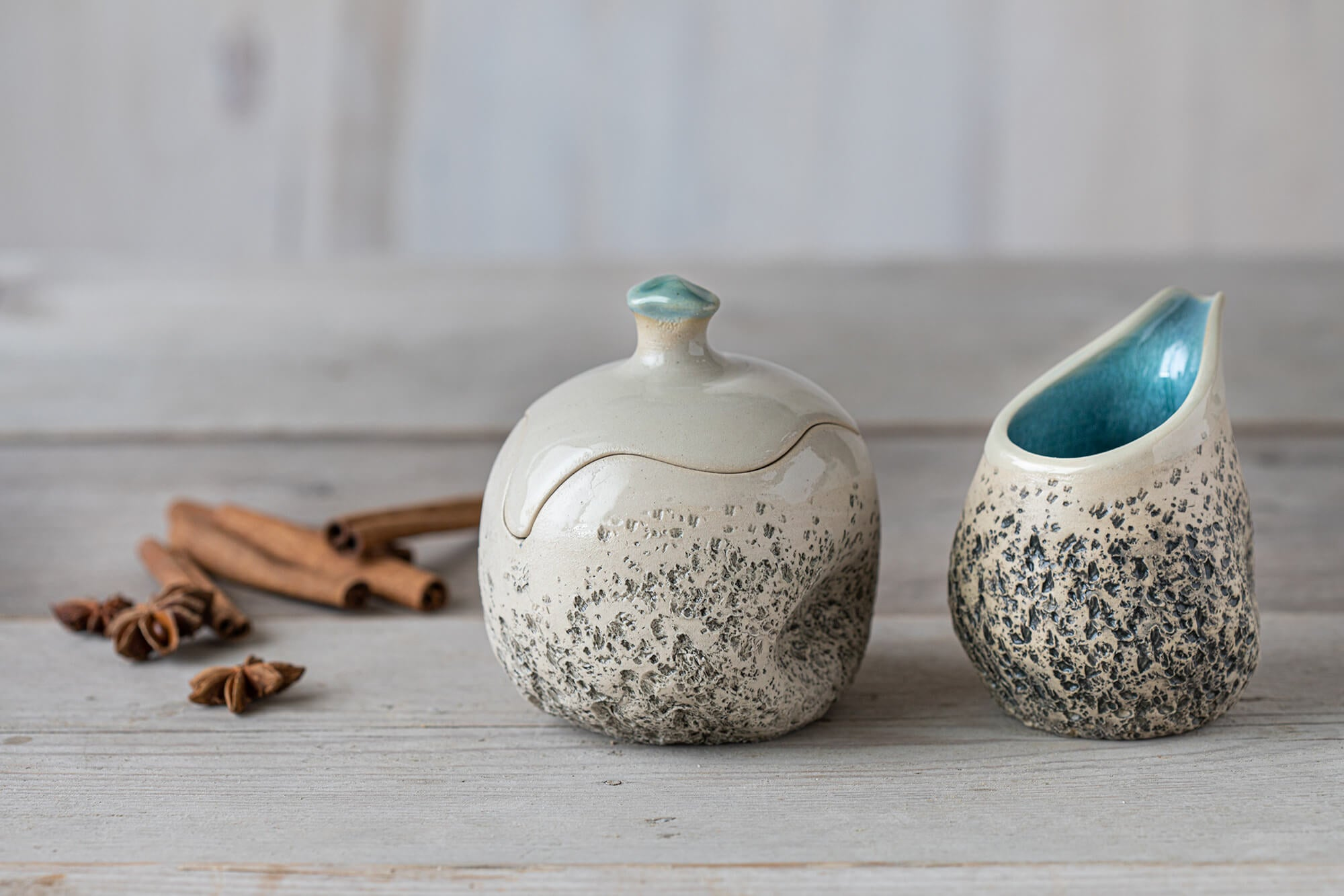 Ceramic sugar bowl and milk jug set