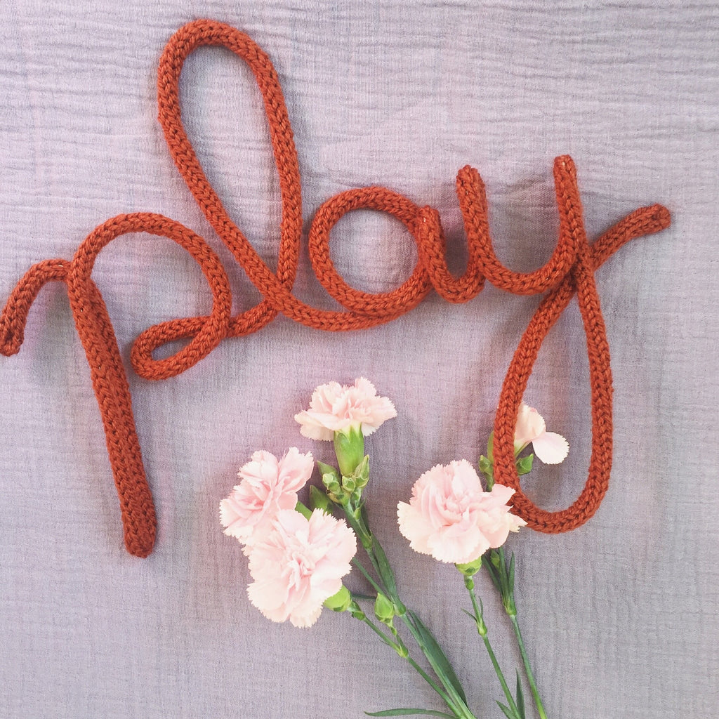 Knitted word sign - Play - Umbrella Amarela