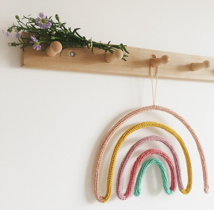 Knitted form - Sweet Rainbow