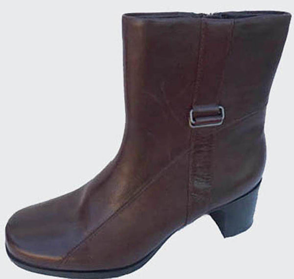 Clarks Womens Brown Ankle Boots Leather 7.5 M  Zipper  2.4 inch hhels