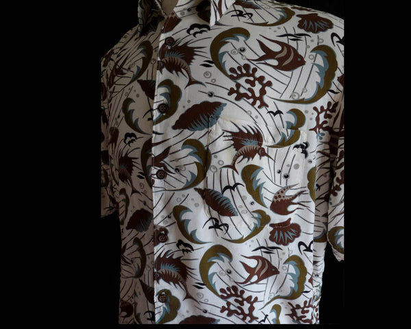 Reyn SpoonerHawaiian shirt Spun rayon Funky Short sleeves Aloha Fish Seaweed Shells White background Brown greens
