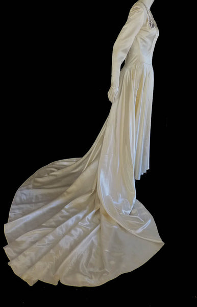 Vintage 1940s Wedding gown Long Sleeve Square neck  Beading Long train Ivory Champagne