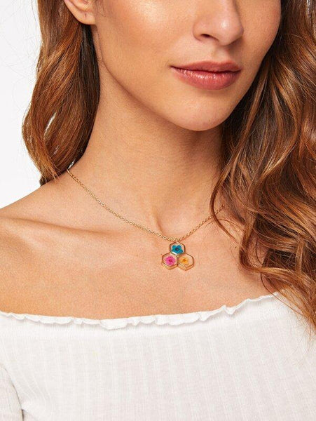 Honeycomb Flower Embedded Necklace