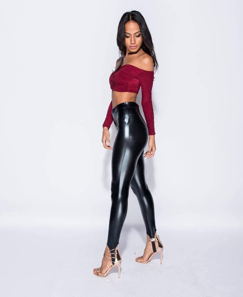 High waisted, high shine legging in black with stirrups