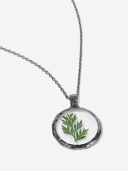 Leaf Detail in Circle Pendant Necklace