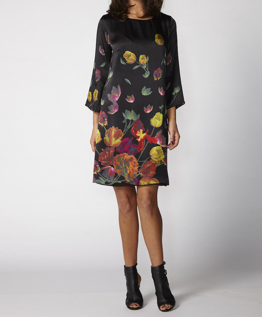 Very Very Winter 2017: Porsche SHS - a black dress with multicoloured flowers and trumpet sleeves