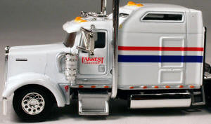 #T-5009 		Kenworth W900L with 86 in Studio Sleeper Farwest Transfer