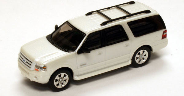 #RPT-7609.21               2007 Ford Expedition EL in Monochromatic effect and 20 in wheels Platinum White, all over, including grille,/satin chrome 20 in satin painted rims