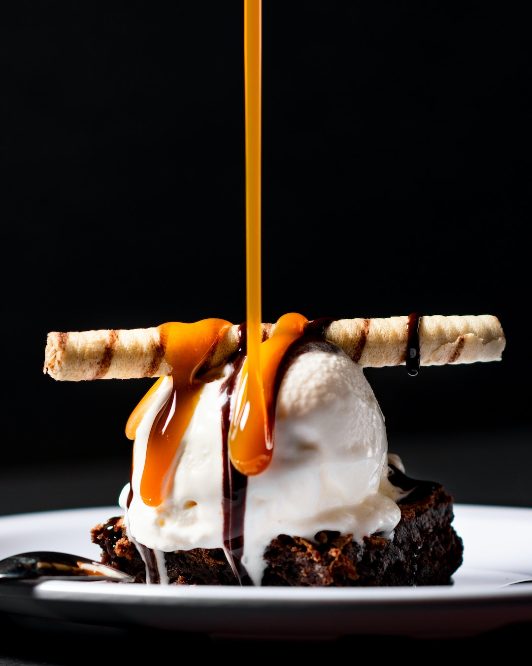 Image of one father's day desserts option: homemade caramel recipe.