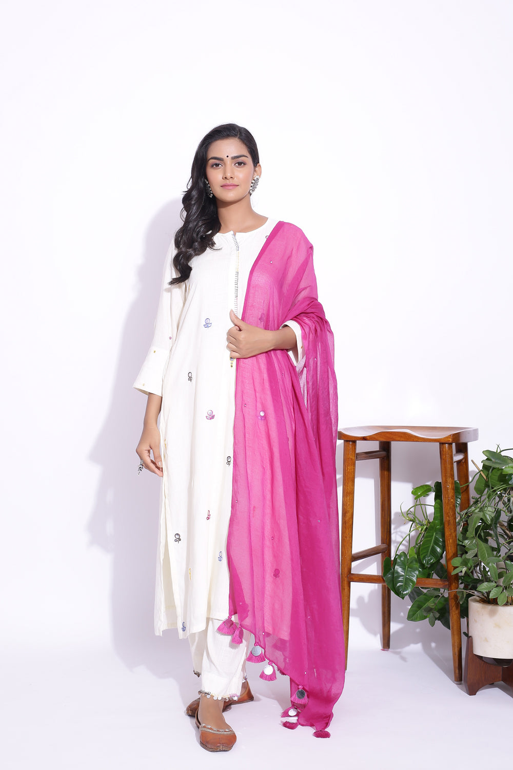 OFF WHITE COLOUR MIRROR WORK DETAILING KURTA