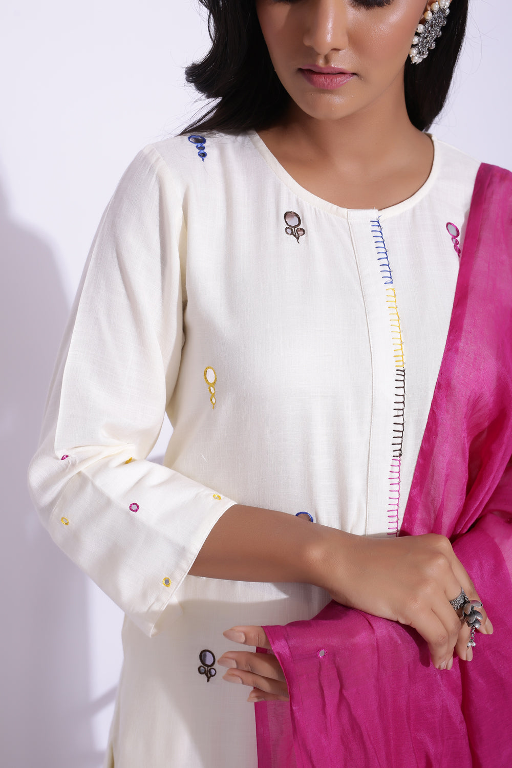 OFF WHITE COLOUR MIRROR WORK DETAILING KURTA SET - 3
