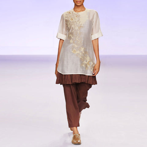 Ecru & brown silk chanderi kurta set by PRAMA by PRATIMA PANDEY