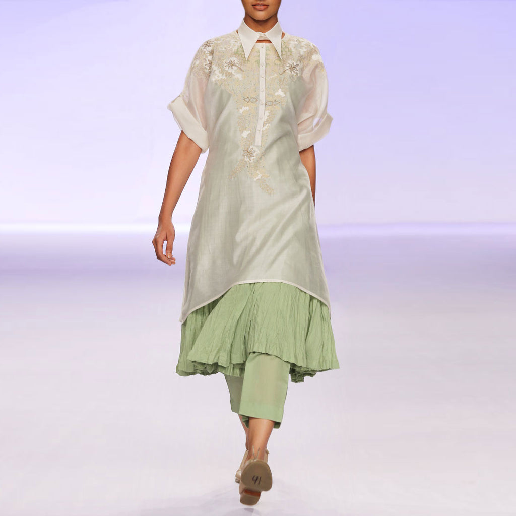 Ecru & green silk chanderi kurta set with embroidery by PRAMA by PRATIMA PANDEY
