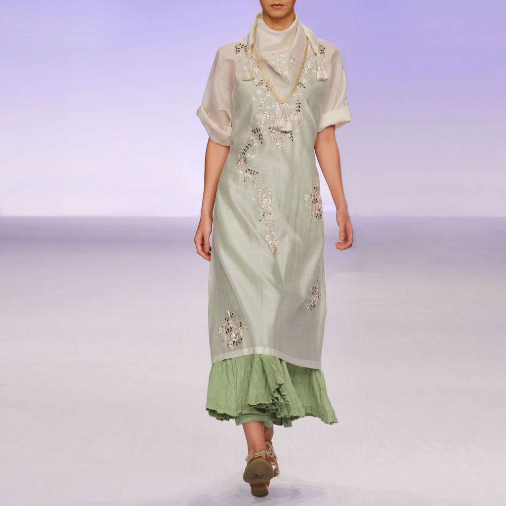 Ecru & green silk chanderi kurta set by PRAMA by PRATIMA PANDEY